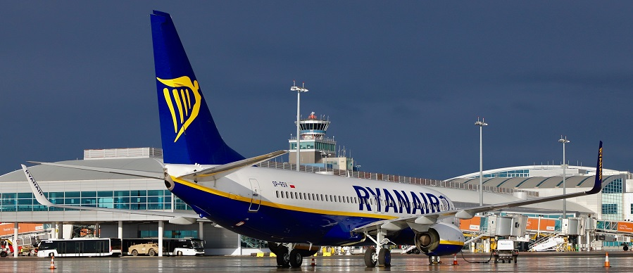 prague_airport_ryanair_b737