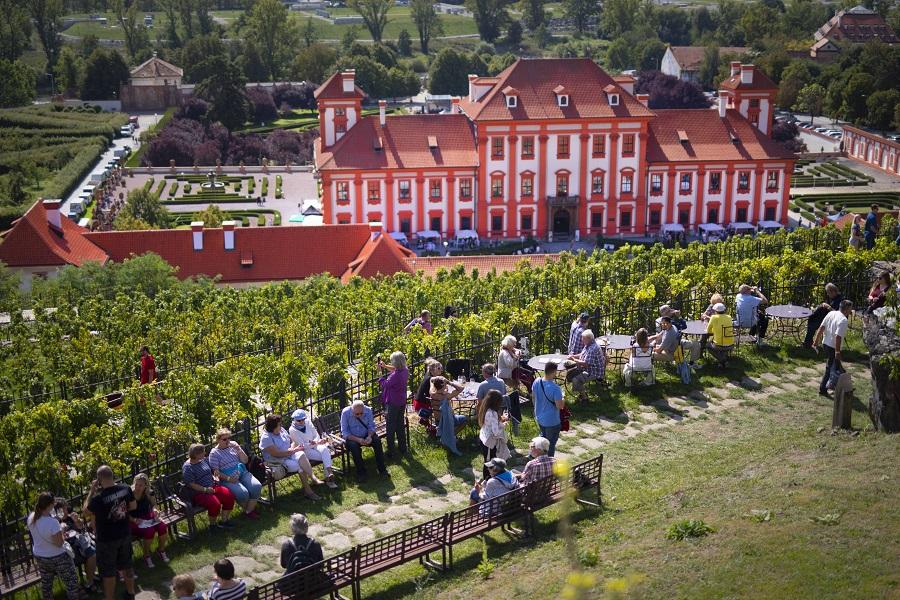 vinobrani_troja_vyhled_zamek